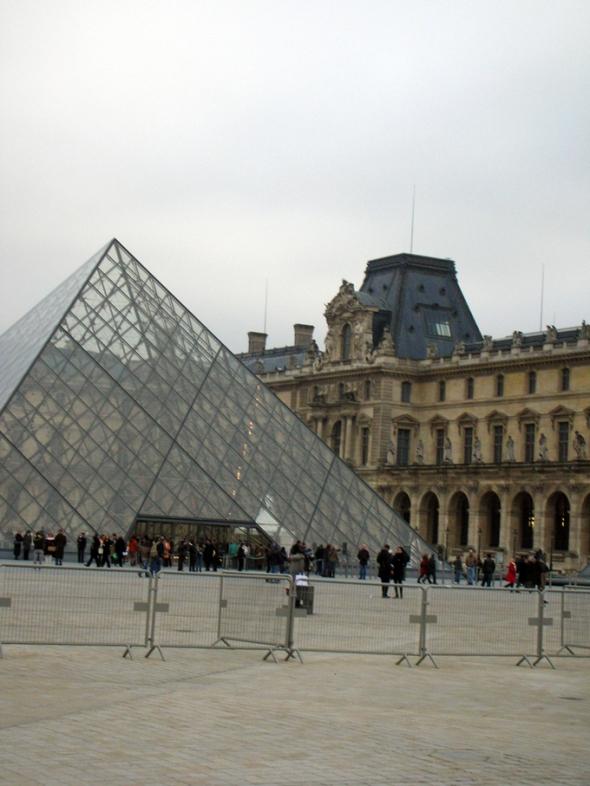 Paris the louvre pyramid pyramide du louvre - Pyramide du louvre 666 ...
